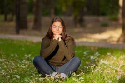 The girl meditates in park
