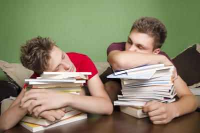 Etudiants fatigués par les études